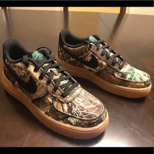 New Nike Air Force 1 LV8 Woodland Camo Sneaker 5.5